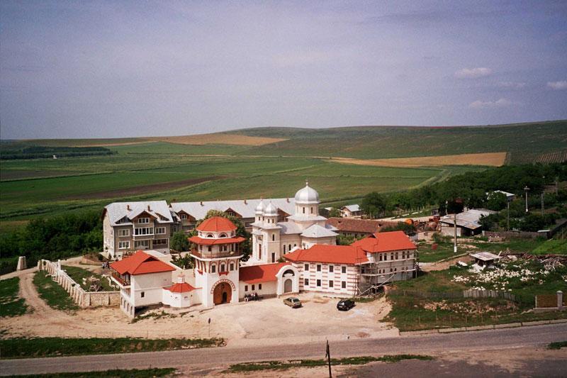 Fotografie aeriană a Mănăstirii Dervent din anul 2005