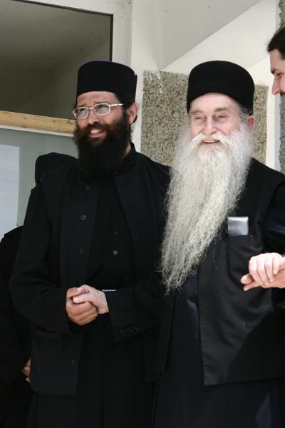 Părintele Arsenie Papacioc în vizită la Mănăstirea Dervent (2003)